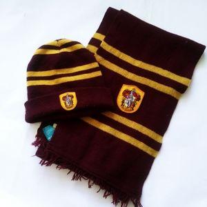 Harry Potter Gryffindor Hat and Scarf Set